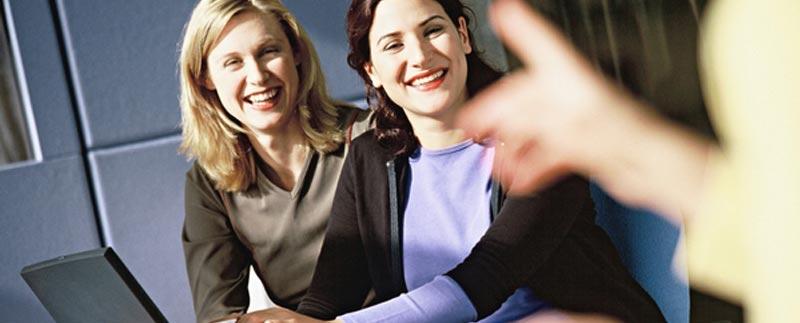 28831_mujeres-oficina-sonrisa